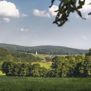 In Unterliezheim steht die Pfarr- und Wallfahrtskirche St. Leonhard aus dem Jahr 1779