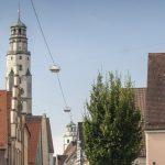 Der Schimmelturm in Lauingen ragt 54 Meter hoch über den Marktplatz