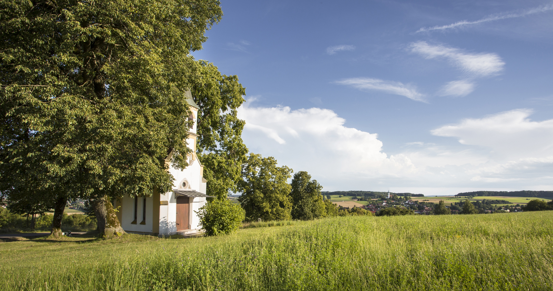 An der Kapelle Maria Schnee kann man bei guten Verhältnissen Alpenblick genießen.