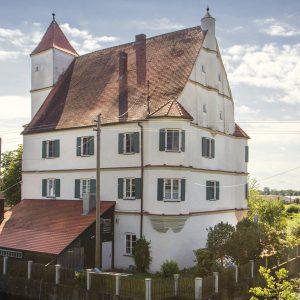 Das Wasserschloss Kalteneck wurde um 1570, im Auftrag von Ritter Kaspar Schenk zum Schenkenstein, erbaut