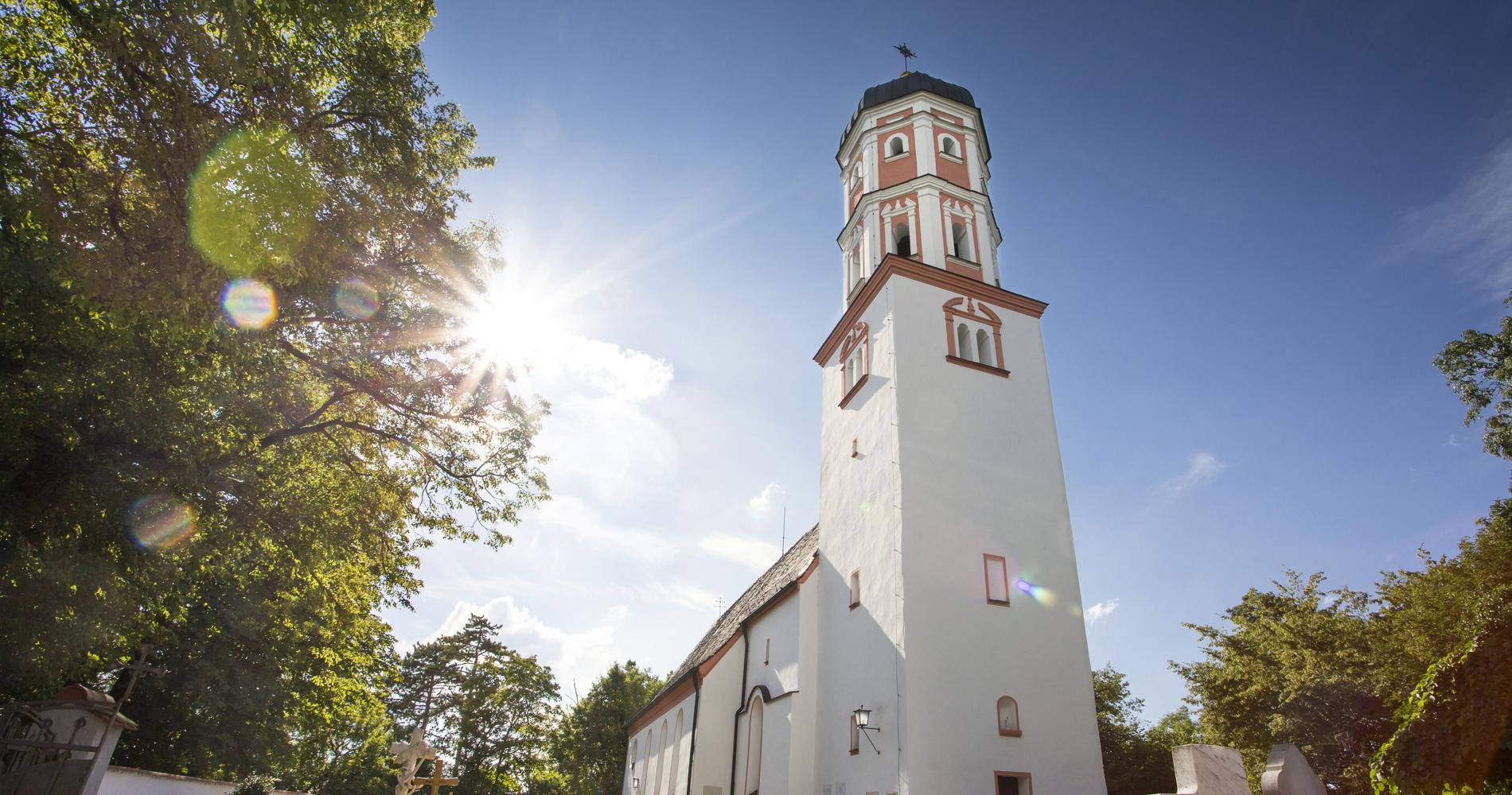 Die Kirche St. Michael ist bekannt durch ihre zahlreichen Fresken